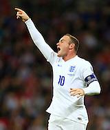 Wayne Rooney of England barks orders - England vs. Slovenia - UEFA Euro 2016 Qualifying - Wembley Stadium - London - 15/11/2014 Pic Philip Oldham/Sportimage