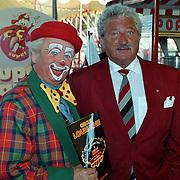 Premiere circus Louis Knie Den Haag, Hans Boskamp met clown