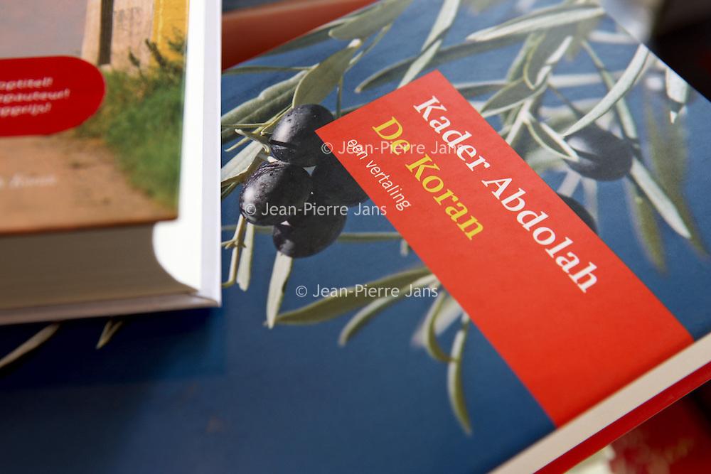 Nederland, Delft , 29 september 2010..Schrijver Kader Abdolah tijdens een wandeling door het centrum van Delft en de Bieslandse Bossen. ..Book cover of Kader Abdolah. The translated koran.