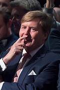 Koning Willem Alexander is aanwezig bij de NOS conferentie 'Journalistiek On Demand' in TivoliVredenburg te Utrecht waar onder andere gesproken wordt  over het belang van het NOS Journaal <br /> <br /> King Willem Alexander attends the NIS conference 'Journalism On Demand in TivoliVredenburg Utrecht where among other things it talks about the importance of the NOS News<br /> <br /> Op de foto / On the photo:  Koning Willem Alexander / King Willem Alexander