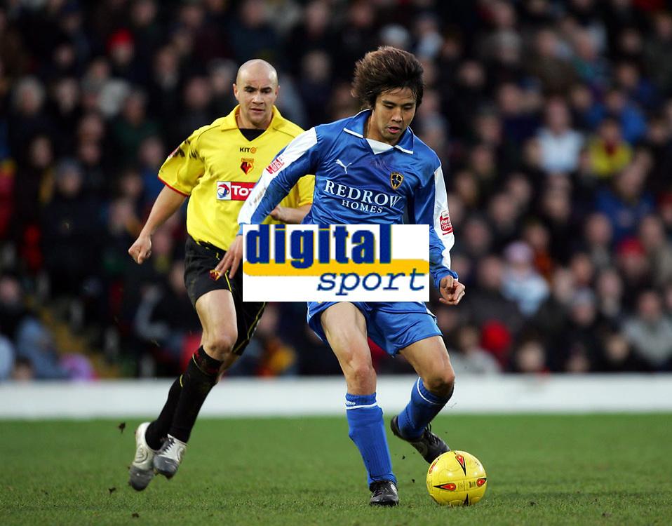 Fotball<br /> Championship England 2004/05<br /> Watford v Cardiff<br /> 28. desember 2004<br /> Foto: Digitalsport<br /> NORWAY ONLY<br /> JUNICHI INAMOTO HOLDS OF GAVIN MAHON