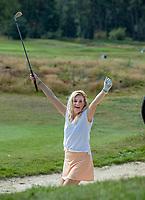 HILVERSUM - instructie met Sanne Hans (Miss Montreal) voor Golf.nl/NGF   door PGA professional Annemieke de Goederen van de Hilversumsche GC. COPYRIGHT KOEN SUYK