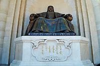 Mongolie, Oulan Bator, Place Sukhbaatar, statue de Genghis Khan devant le parlement // Mongolia, Ulan Bator, Sukhbaatar square, Genghis Khan statue in front of parliament