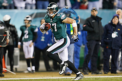 Philadelphia Eagles tight end Brent Celek #87 carries the ball during the NFL game between the Denver Broncos and the Philadelphia Eagles on December 27th 2009. The Eagles won 30-27 at Lincoln Financial Field in Philadelphia, Pennsylvania. (Photo By Brian Garfinkel)