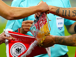 Players swap Pennants prior to kick off