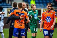 1. divisjon fotball 2018: Aalesund - Mjøndalen. Aalesunds trener Lars Bohinen og Daniel Gretarsson etter førstedivisjonskampen i fotball mellom Aalesund og Mjøndalen på Color Line Stadion. Oddbjørn Lie til høyre.