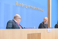 """29 OCT 2020, BERLIN/GERMANY:<br /> Peter Altmaier (L), CDU, Bundeswirtschaftsminister, und Olaf Scholz (R), SPD, Bundesfinanzminister, wahrend einer Pressekonferenz zum Thema """"Neue Corona-Hilfen: Stark durch die Krise"""", Bundespressekonferenz<br /> IMAGE: 20201029-01-017<br /> KEYWORDS: Corvid-19, Unterstuetzung, Hilfe,"""