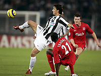 Fotball<br /> Champions League 2004/05<br /> Juventus v Liverpool<br /> 13. april 2005<br /> Foto: Digitalsport<br /> NORWAY ONLY<br /> ZLATAN IBRAHIMOVIC (JUV) / DJIMI TRAORE (LIV)