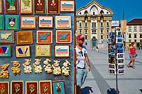 Slovénie, Ljubljana, capitale de la Slovénie, la Place de l'Etoile, eglise Ursuline de la Sainte-Trinité // Slovenia, Ljubljana, Kongresni Square, Ursuline Church of the Holy Trinity, souvenir shop
