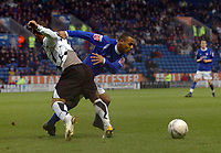 Photo: Kevin Poolman.<br />Leicester City v Fulham. The FA Cup. 06/01/2007. Wayne Routledge of Fulham and Leicester's Levi Porter fight over the ball.