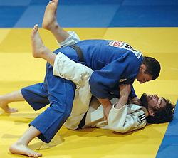 19-03-2006 JUDO: DUTCH OPEN: ROTTERDAM<br /> Askhab Kostoev wint de gouden plak in de gewichtsklasse tot 100 kilo. In het gevecht om de medaille was hij te sterk voor de sterke Levan Razmadze (GEO)<br /> Copyrights: WWW.FOTOHOOGENDOORN.NL