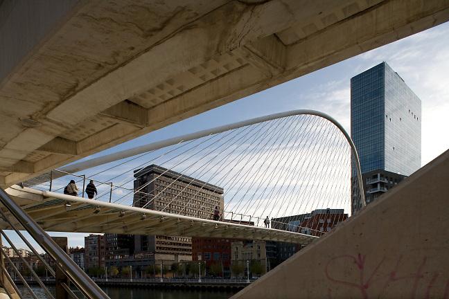 Campo Volantin footbridge Bilbao. Architect Santiago Calatrava. Photo by Robin Hill (c)