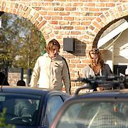 NLD/Texel/20061007 - Bedrijfsuitje RTL Nederland, Fabienne de Vries en partner Lodewijk Hoekstra