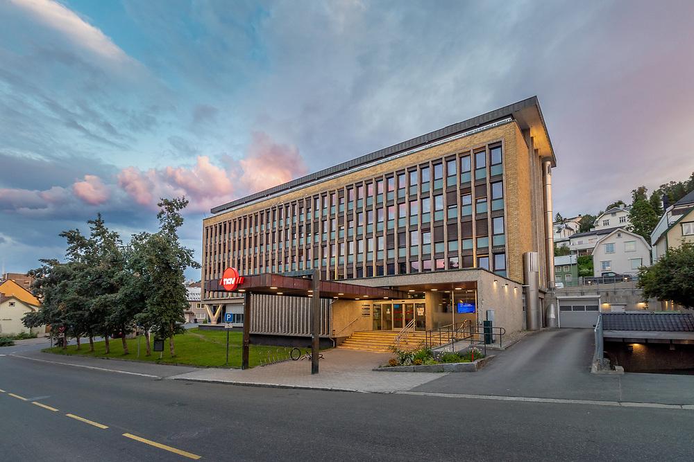 NAV Tromsø har adresse Grønnegata 122 i bygningen som tidligere var politistasjon. NAV (Arbeids- og velferdsforvaltningen, opprinnelig Ny arbeids- og velferdsforvaltning) består av den statlige Arbeids- og velferdsetaten