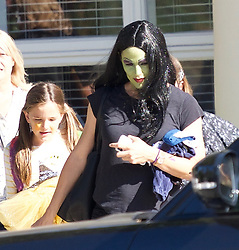 Jennifer Garner dressed up in Halloween costumes picking up her kids from Halloween party. ***SPECIAL INSTRUCTIONS*** Please pixelate children's faces before publication.***. 31 Oct 2018 Pictured: Jennifer Garner dressed up in Halloween costumes picking up her kids from Halloween party. Photo credit: Dan/MEGA TheMegaAgency.com +1 888 505 6342