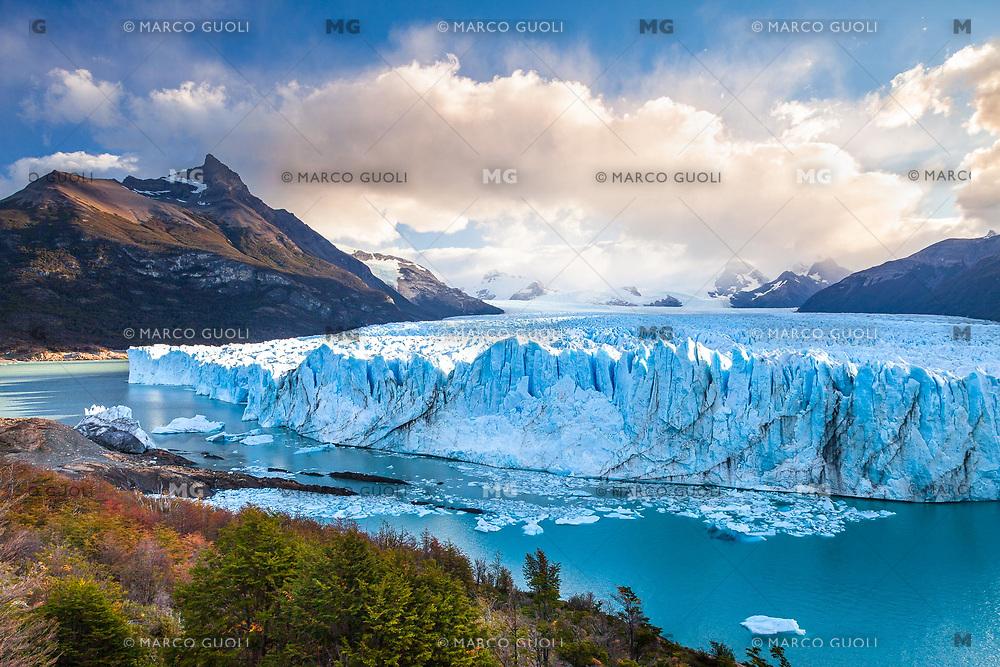 GLACIAR PERITO MORENO AL ATARDECER, PARQUE NACIONAL LOS GLACIARES, PROVINCIA DE SANTA CRUZ, PATAGONIA, ARGENTINA (PHOTO © MARCO GUOLI - ALL RIGHTS RESERVED)