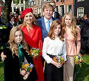 Koningsdag 2018 in Groningen / Kingsday 2018 in Groningen.<br /> <br /> Op de foto:  Koning Willem-Alexander, koningin Maxima en prinsessen Amalia, Ariane en Alexia  ///  King Willem-Alexander, Queen Maxima and princesses Amalia, Ariane and Alexia