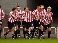 Fotball<br /> England 2004/2005<br /> Foto: SBI/Digitalsport<br /> NORWAY ONLY<br /> <br /> Sunderland v Ipswich<br /> Coca-Cola Championship, 21/11/2004<br /> <br /> Sunderland's Julio Arca (L) congratulates goalscorer Stephen Elliot (C).