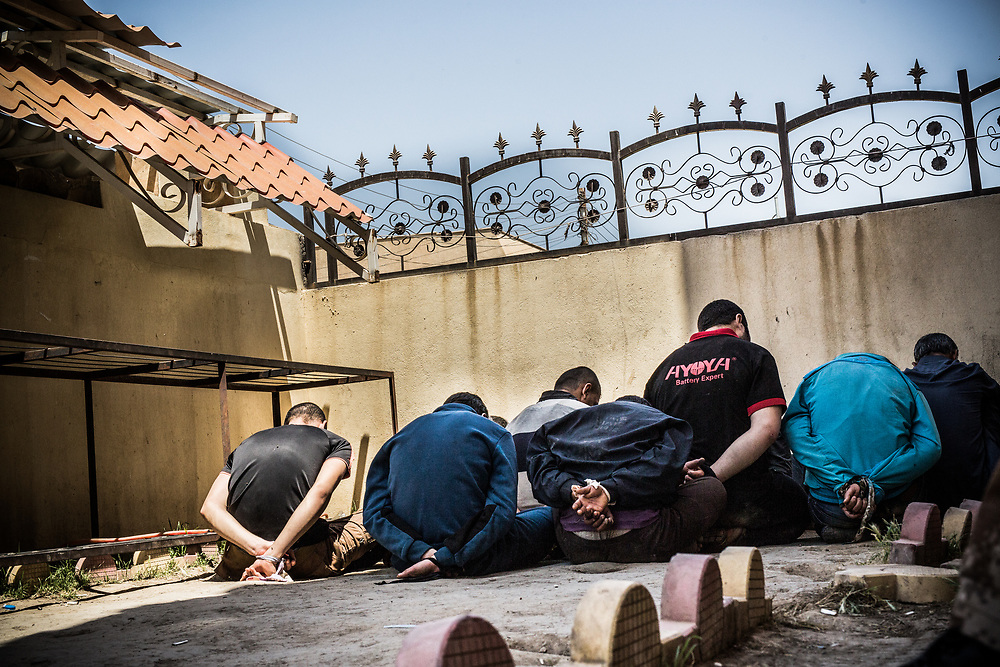 ISIS suspects who are bound by bonds are seen in the backyard of the court in Qaraqosh, Iraq.<br /> <br /> 後手に縛られ、裁判所の庭に並ばされるISISのメンバー。