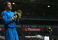 Photo: Javier Garcia/Back Page Images<br />Tottenham Hotspur v Southampton, FA Barclays Premiership, White Hart Lane 18/12/04<br />A quiet day at the office for Tottenham keeper Paul Robinson