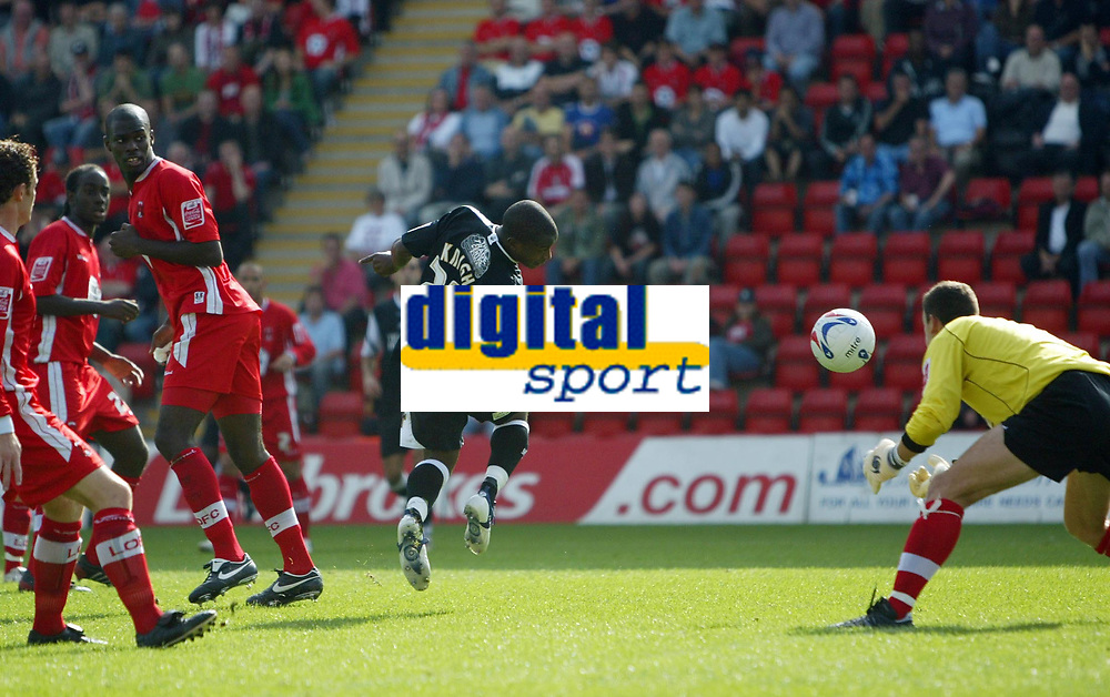 Photo: Chris Ratcliffe.<br />Leyton Orient v Swansea City. Coca Cola League 1. 26/08/2006.<br />Leon Knight of Swansea scoring the first goal past Orient keeper Glyn Garner.