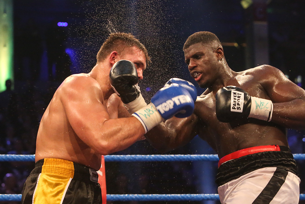 BOXEN: EC Boxing & SES Boxing, Hamburg, 18.01.2020<br /> WBC-Youthchampionship, Schwergewicht: Peter Kadiru (GER) - Tomas Salek (CZE)<br /> © Torsten Helmke