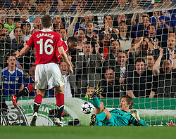 06.04.2011, Stamford Bridge, London, ENG, UEFA CL, Viertelfinale, Hinspiel, Chelsea FC (ENG) vs Manchester United (ENG), im Bild Chelsea's Frank Lampard sees his close-range shot saved by Manchester United's goalkeeper Edwin van der Sar during the UEFA Champions League Quarter-Final 1st leg match at Stamford Bridge, EXPA Pictures © 2011, PhotoCredit: EXPA/ Propaganda/ D. Rawcliffe *** ATTENTION *** UK OUT!