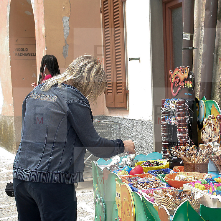 Turisti a Capoliveri, antico borgo sull'Isola  d'Elba..Tourist in Capoliveri, ancient village on Elba Island.