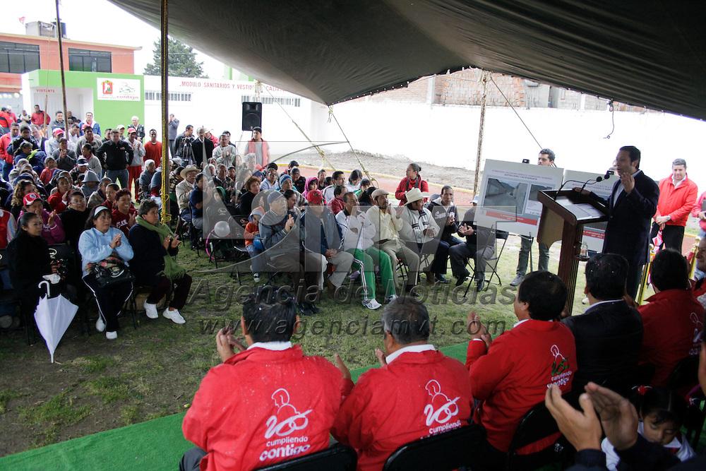 Toluca, México.- Guillermo Legorreta Martínez, alcade de Toluca, inaguró la calle Quetzalcóatl y los modulos de vestidores de la liga de futbol, esto en la localidad de Calixtlahuaca. Agencia MVT / Arturo Hernández S.