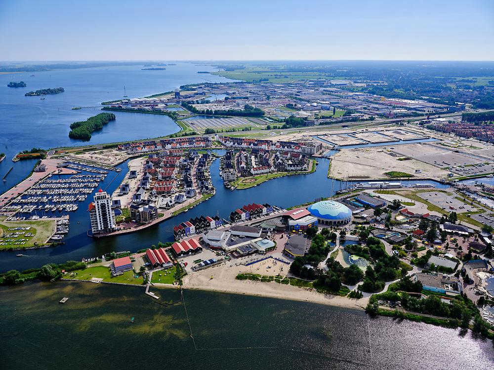Nederland, Gelderland, Harderwijk, 21–06-2020; Waterfront en Waterstadhaven aan het Wolderwijd, centrum van Harderwijk met Dolfinarium en jachthaven De Knar.<br /> Waterfronts Waterstadhaven, center of Harderwijk with Dolfinarium and marina De Knar.<br /> <br /> luchtfoto (toeslag op standaard tarieven);<br /> aerial photo (additional fee required)<br /> copyright © 2020 foto/photo Siebe Swart
