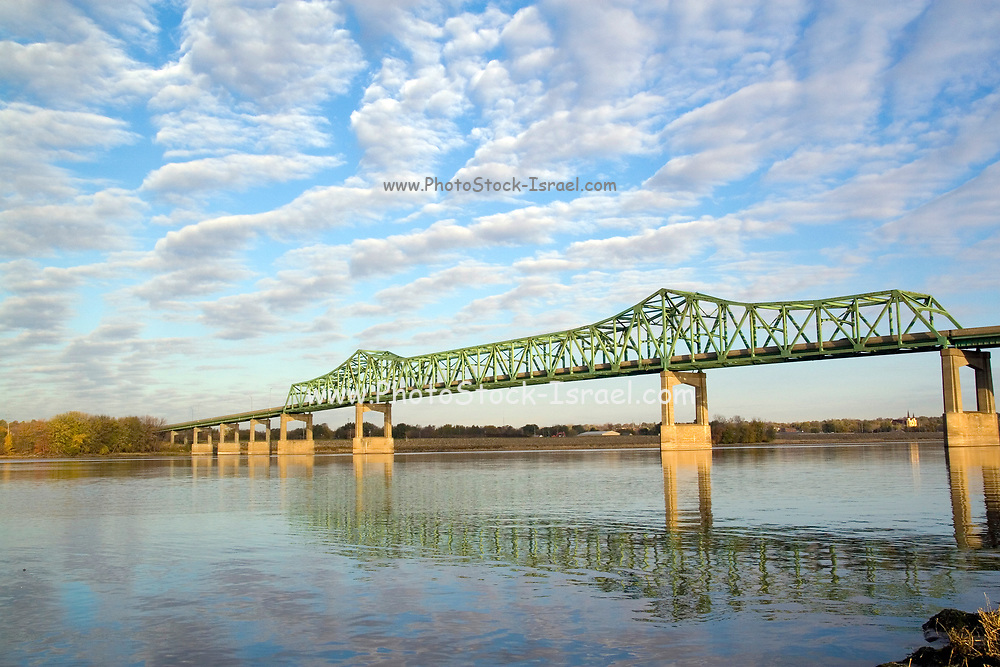 USA, midwest, A bridge over the Mississippi between Clinton, IA and Fulton, IL