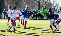 Fotball , <br /> Tippeligaen , <br /> Treningskamp , <br /> Hafslundbanen Valla , <br /> Vålerenga - Fredrikstad, <br /> 18.02.11 , <br /> Vålerengas keeper Lars Hirschfeld redder en ball som er inne i flte til Vålerenga<br /> Foto: Lars Askheim / Digitalsport,