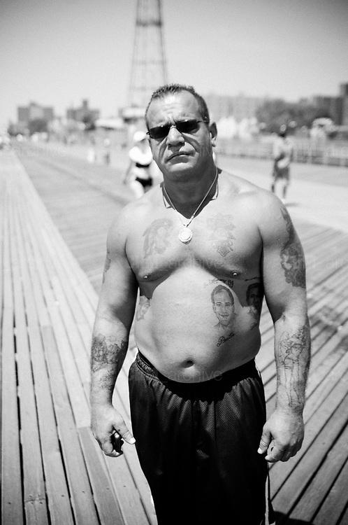 Man in the street, Coney Island. New York City, 19 june 2010. Christian Mantuano / OneShot