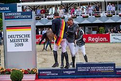Haßmann Felix (GER), Sosath Hendrik (GER), Wernke Jan (GER)<br /> Balve - Longines Optimum 2019<br /> Siegerehrung<br /> LONGINES Optimum Preis<br /> Deutsche Meisterschaft der Springreiter<br /> Finalwertung<br /> 16. Juni 2019<br /> © www.sportfotos-lafrentz.de/Stefan Lafrentz