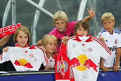 04.08.2010, Red Bull Arena, Salzburg, AUT, UEFA CL, Red Bull Salzburg vs Omonia Nikosia, im Bild Red Bull Fans, Kinder, EXPA Pictures © 2010, PhotoCredit: EXPA/ D. Scharinger / SPORTIDA PHOTO AGENCY