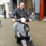 NLD/Amsterdam/20110225 - Dean Saunders krijgt zijn Buddha 2 Buddha Vespa scooter van Andiamo