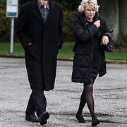 NLD/Leusden/20131107 - Uitvaart Leen Timp, Martine Bijl en partner Berend Boudewijn