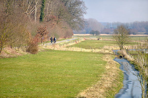 Nederland, Wageningen, 13-3-2013Omgeving van de stad langs de oever van de rivier de rijn. Een rivierlandschap met uiterwaarden en dijk.Foto: Flip Franssen/Hollandse Hoogte