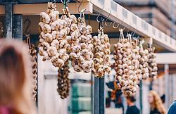 THEMENBILD - Knoblauch am Markt in Rijeka, aufgenommen am 13. August 2019 in Rijeka, Kroatien // garlic at the market in Rijeka, Croatia on 2019/08/13. EXPA Pictures © 2019, PhotoCredit: EXPA/Stefanie Oberhauser