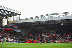 09.11.2013, Anfield, LIVERPOOL, ENG, Premier League, FC Liverpool vs FC Fulham, 11. Runde, im Bild Liverpool players stand for, minurte's silence to remember Armistice Day // during the English Premier League 11th round match between Liverpool FC and Fulham FC at Anfield in LIVERPOOL, Great Britain on 2013/11/09. EXPA Pictures © 2013, PhotoCredit: EXPA/ Propagandaphoto/ David Rawcliffe<br /> <br /> *****ATTENTION - OUT of ENG, GBR*****