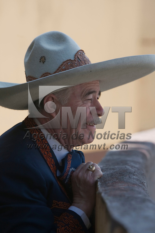 Toluca, Méx.- La asociacion de Charros del estado de Mexico festeja su 88 aniversario con la demostracion de suertes en la Villa Charra de esta ciudad. Agencia MVT / Mario Vazquez de la Torre. (DIGITAL)