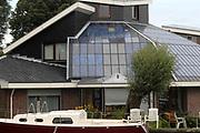 Braassemermeer Huis aan de Oude rijn voorzien van zonnepanelen. Het huis is volledig zelfvoorzienend van electra,water en heeft geen riolkering