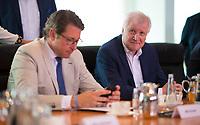 DEU, Deutschland, Germany, Berlin, 01.08.2018: Bundesverkehrsminister Andreas Scheuer (CSU) und Bundesinnenminister Horst Seehofer (CSU) vor Beginn der 19. Kabinettsitzung im Bundeskanzleramt.