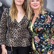 NLD/Amsterdamt/20180930 - Annie MG Schmidt viert eerste jubileum, Pernille la Lau met haar dochter