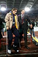 Fotball<br /> Italia Serie A 2005/2006<br /> Foto: Graffiti/Digitalsport<br /> NORWAY ONLY<br /> <br /> Roma 26.02.2006<br /> Lazio v Roma 0-2<br /> <br /> AS Roma's captain Francesco Totti with crutches as his arrive for an Italian Serie A soccer match against Lazio
