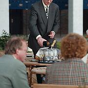 1e B & W vergadering in hotel Newport