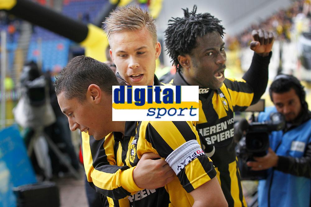 ARNHEM - Vitesse - NEC ,  Voetbal Eredivisie , seizoen 2010-2011 , 03-04-2011  , Gelredome , Vitesse is op een 2-1 voorsprong gekomen door een goal van Marcus Pedersen (m) op aangeven Ismail Aissati (l) en Wilfried Bony (r) viert mee.