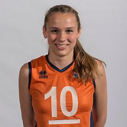 07-06-2016 NED: Jeugd Oranje meisjes <2000, Arnhem<br /> Photoshoot met de meisjes uit jeugd Oranje die na 1 januari 2000 geboren zijn / Sarah van Aalen