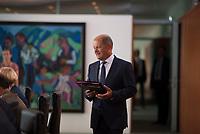DEU, Deutschland, Germany, Berlin, 01.08.2018: Bundesfinanzminister Olaf Scholz (SPD) vor Beginn der 19. Kabinettsitzung im Bundeskanzleramt.
