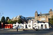 Prinses Maxima tijdens de bijeenkomst 'the digital age' in het Rijksmuseum. De prinses zal een toespraak houden tijdens de bijeenkomst 'the digital age', over betere toegankelijkheid van diensten en producten, voor mensen over de hele wereld.<br /> <br /> Op de foto:  Vondelpark met het I AMSTERDAM logo